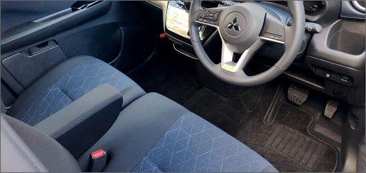 ekクロス運転席と助手席