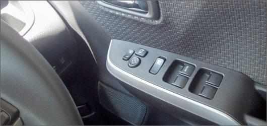 デリカD2(ソリオ)の運転席のドアのスイッチ