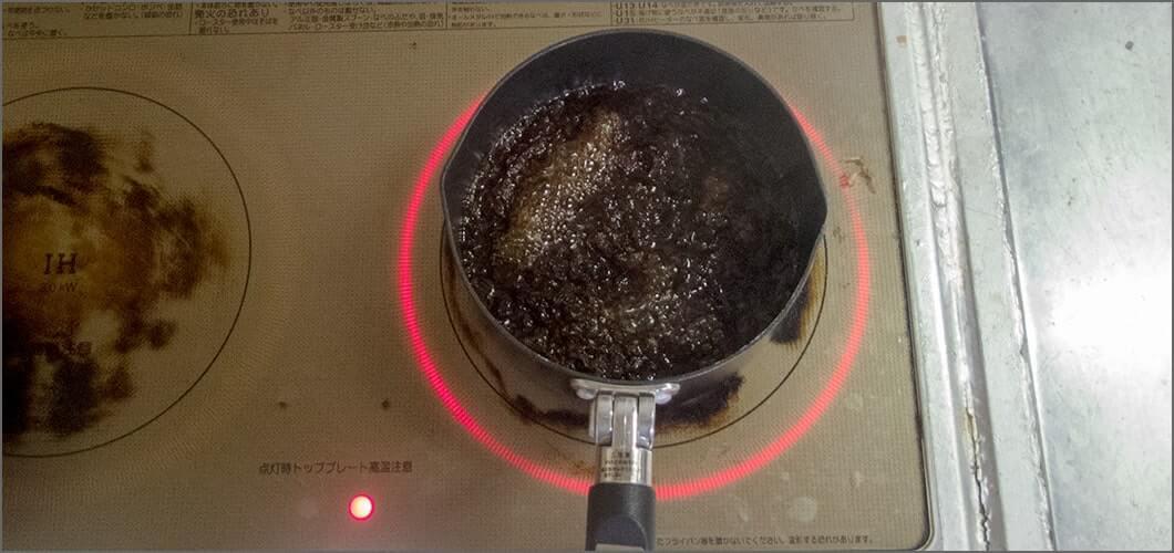 醤油とみりんを煮込む