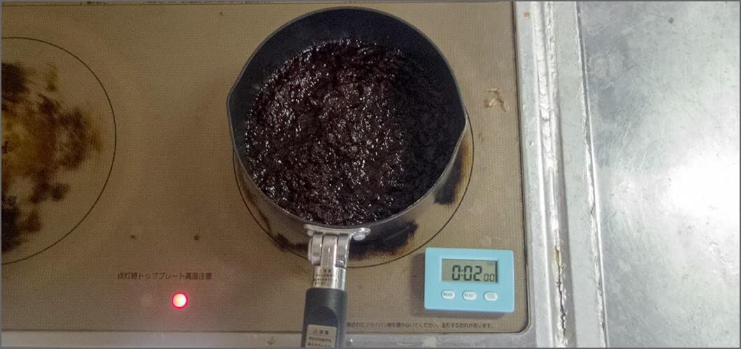 カツオ節をいれてさらに2分ほど煮込む