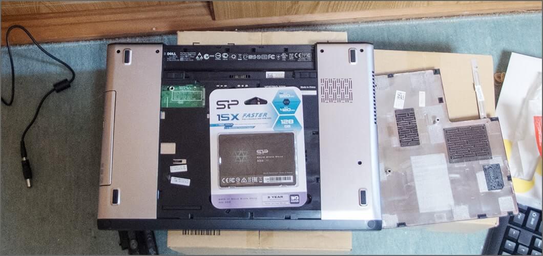 SSDは黒